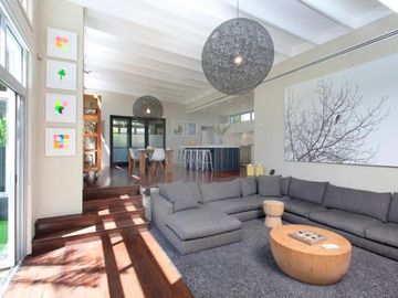 Renting out with online payment: Lounge Room with Large and Comfy Sofa