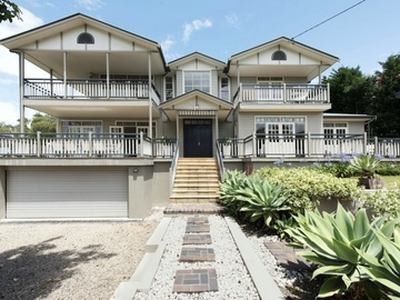 Renting out with online payment: Huge Hampton's style beach house