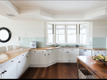 Renting out with online payment: Large country kitchen