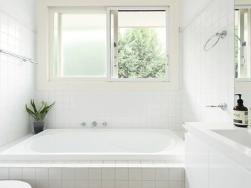 Renting out with online payment: Bathroom with Soaking Tub and Walk-In Shower