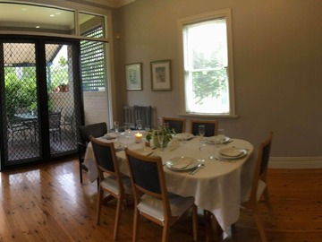 Renting out with online payment: Spacious Dining Area