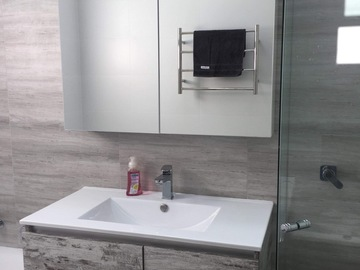 Renting out with online payment: Lovely bathroom with bath