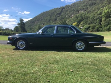 Renting out with online payment: Jaguar 1985 XJ6 Vanden Plas