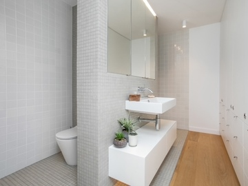 Renting out with online payment: Pristine White Bathroom