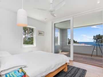 Renting out with online payment: Light-Filled Bedroom with Balcony