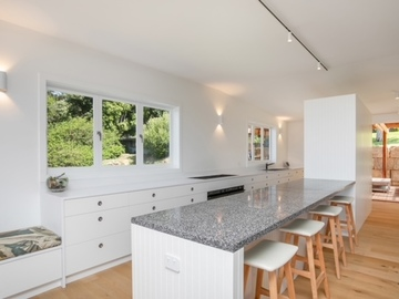 Renting out with online payment: Pristine White Kitchen
