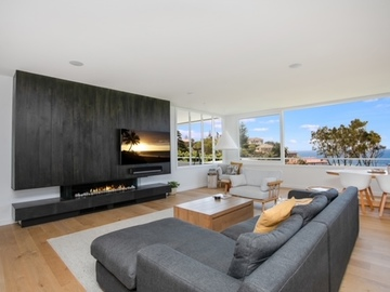 Renting out with online payment: Spacious and Light-Filled Living Area