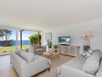 Renting out with online payment: Light-Filled Lounge Area