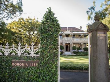 Renting out with online payment: Weddings at Boronia House
