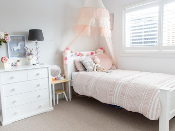 Renting out with online payment: Young Girl's Bedroom with Canopy