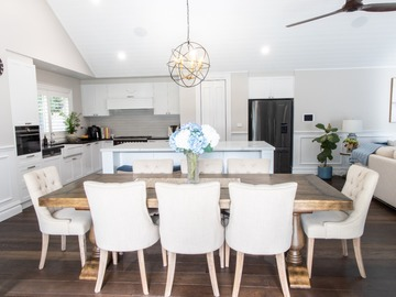 Renting out with online payment: Well-Lit Dining Area