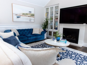 Renting out with online payment: Well-Lit Living Area with Fireplace