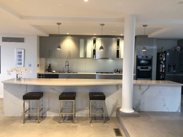 Renting out with online payment: Kitchen with 4.7m breakfast bar