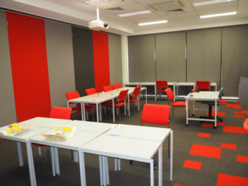 Renting out with online payment: Space with Moveable Tables and Chairs