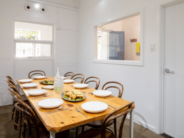 Renting out with online payment: Beautiful, Fully Functional Boardroom