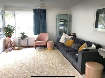 Renting out with online payment: Spacious Living Area