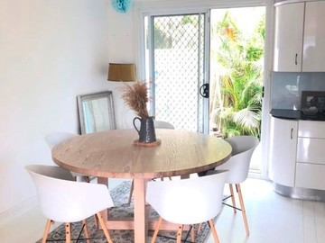 Renting out with online payment: Beach House Dining Area
